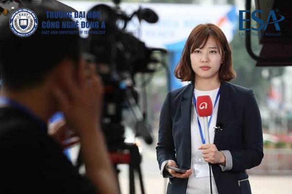 Báo chí và truyền thông