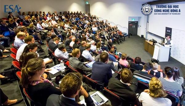 Các tiết học trong giảng đường của Australian National University