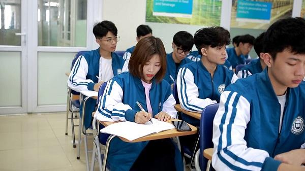 Sinh viên EAUT
