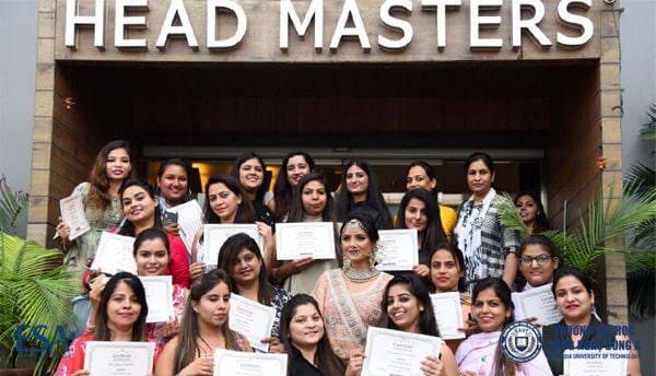 Lễ trao bằng của sinh viên trường Headmasters Academy