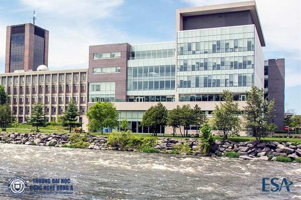 Khu học xá trường University of Carleton, Canada